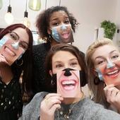 JOYEUX NOËL !! On a trouvé une solution pour vous montrer les sourires que vous nous avez procurez pendant ce mois de decembre 2020 😂❤️ MERCI à tou(te)s nos client(e)s d'être venu(e)s nous voir si nombreux malgré un contexte bien spécial. On vous souhaite à tous et à toutes de belles fêtes de fin d'année, et que les bulles coulent à flot ! 🍾 . #merci #joyeuxnoel #terredefemmesbijoux #brest #brestoise #brestois #bretagne #bzh #bijoux #terredefemmesbrest #hautefantaisie #marrychristmas #thankyou #cadeau #commercelocal